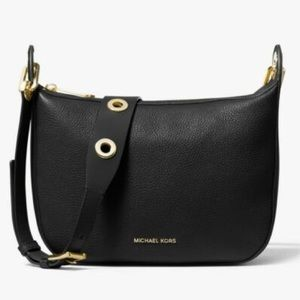 ⭐️ Michael Kors Barlow Leather Messenger Bag ⭐️